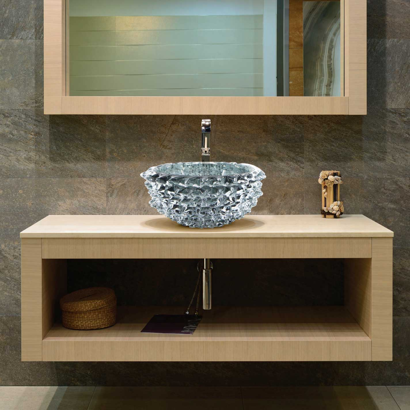 New-York apartment on Times Square, creation of the Scilla washbasin entirely in hand-blown glass by our master glassmakers in Murano. The Scilla series, reminiscent of the Greek legend of Scilla and Cariddi, is a true example of workmanship. Venetian glass.